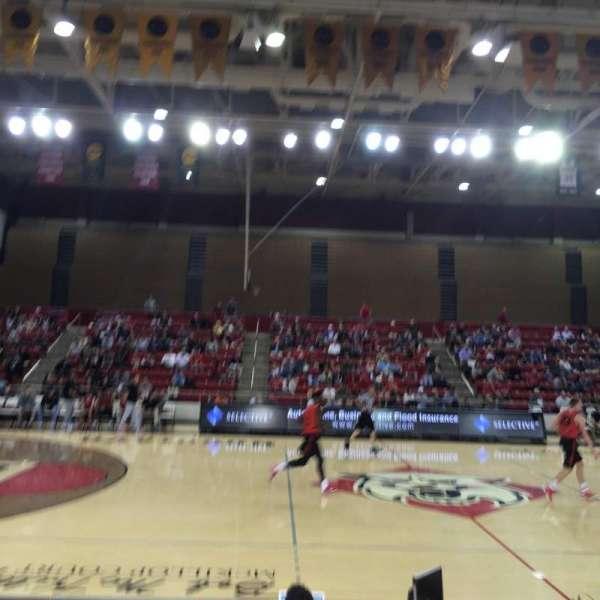 John M. Belk Arena, secção: 11, fila: F, lugar: 1