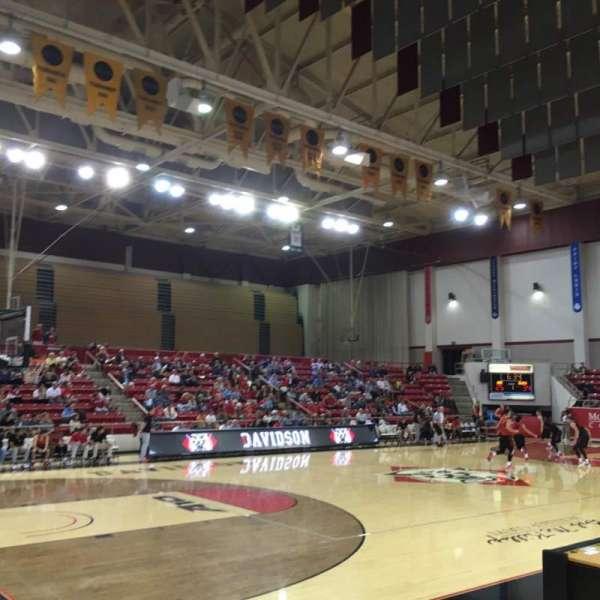 John M. Belk Arena, secção: 5, fila: D, lugar: 2
