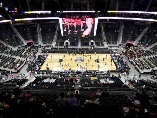 T-Mobile Arena, secção: 205, fila: M, lugar: 20