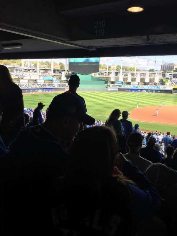 Kauffman Stadium, secção: 221, fila: SS, lugar: 4