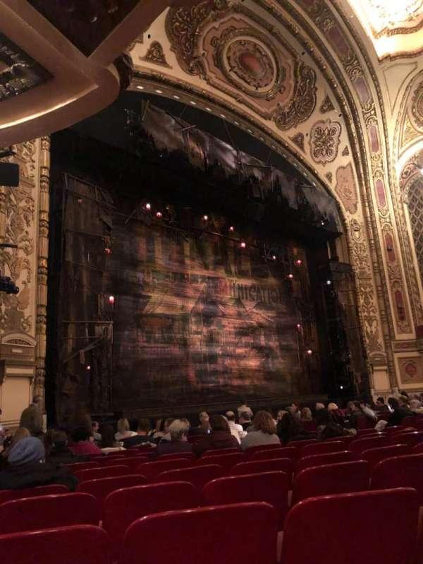 Cadillac Palace Theater, secção: Orchestra L, fila: N, lugar: 31