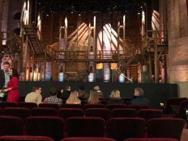 CIBC Theatre, secção: Orchestra C Aisle 2, fila: J, lugar: 109, 110