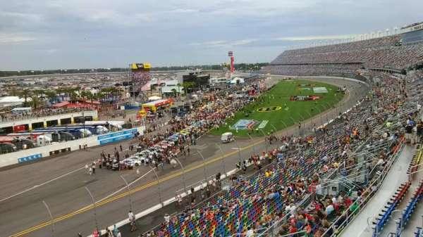 Daytona International Speedway, secção: 423, fila: 24, lugar: 4a
