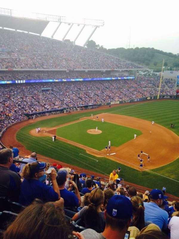 Kauffman Stadium, secção: 433, fila: P, lugar: 8