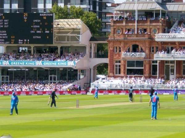 Lord's Cricket Ground, secção: Compton Lower Stand, fila: 4, lugar: 10