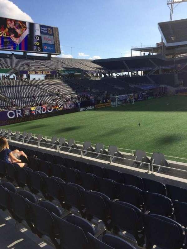 Camping World Stadium, secção: 110, fila: J, lugar: 3