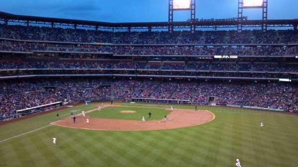 Citizens Bank Park, secção: 201, fila: 8, lugar: 25