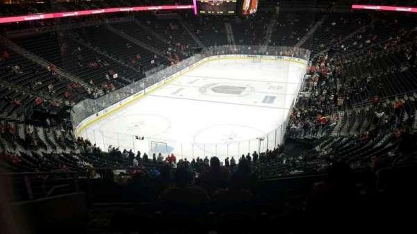 T-Mobile Arena, secção: 103, fila: H, lugar: 5