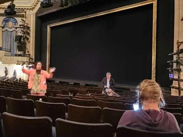 Ambassador Theatre, secção: Orchestra R, fila: M, lugar: 10-12
