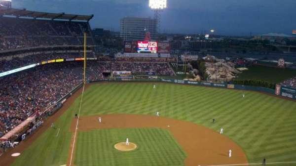 Angel Stadium, secção: 525, fila: E, lugar: 17