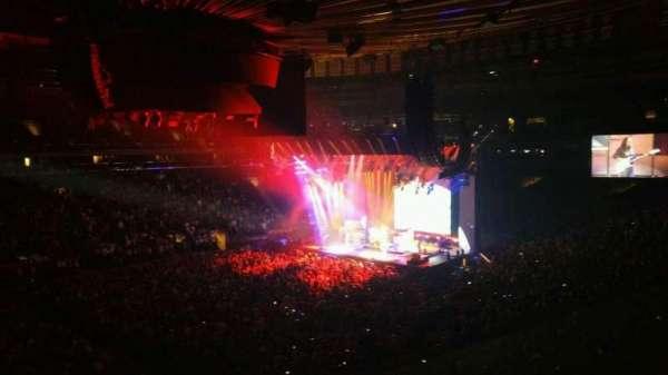 Madison Square Garden, secção: 208, fila: 1, lugar: 8