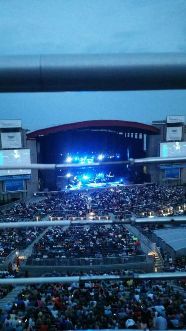 Jones Beach Theater, secção: 24, fila: A, lugar: 1