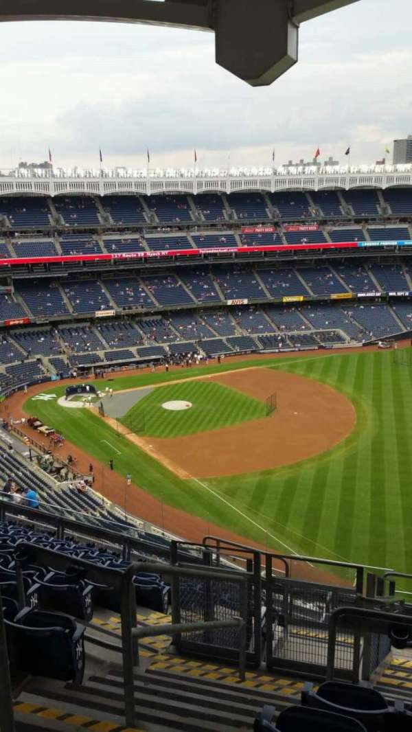 Yankee Stadium, secção: 409, fila: 11, lugar: 22