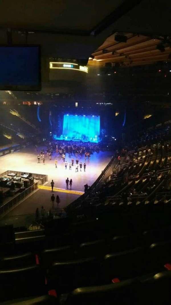 Madison Square Garden, secção: 206, fila: 5, lugar: 8