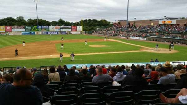 Fairfield Properties Ballpark, secção: 207, fila: V, lugar: 16