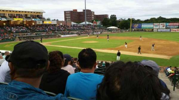Fairfield Properties Ballpark, secção: 210, fila: V, lugar: 1