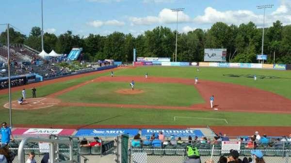 Dutchess Stadium, secção: 303, fila: J, lugar: 1
