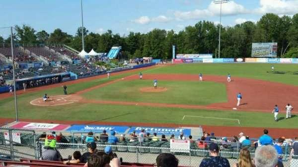 Dutchess Stadium, secção: 303, fila: J, lugar: 12