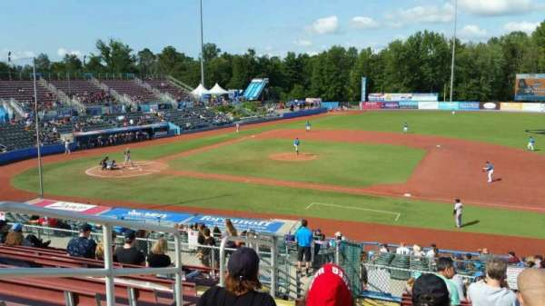 Dutchess Stadium, secção: 302, fila: L, lugar: 3