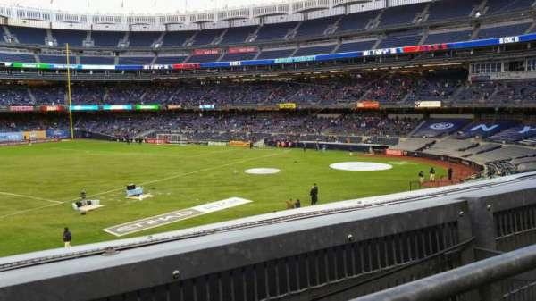 Yankee Stadium, secção: 227B, fila: 1, lugar: 8
