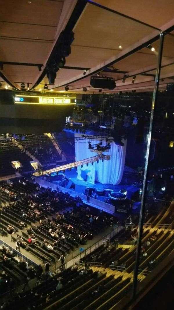 Madison Square Garden, secção: 311, fila: 1, lugar: 8