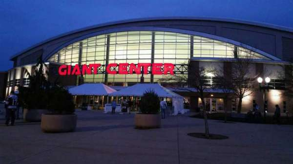 Giant Center, secção: EXTERIOR