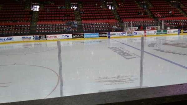 Floyd L. Maines Veterans Memorial Arena, secção: 17, fila: A, lugar: 6