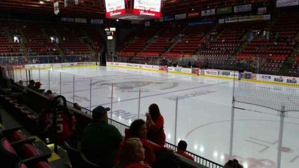 Floyd L. Maines Veterans Memorial Arena, secção: 26, fila: C, lugar: 8