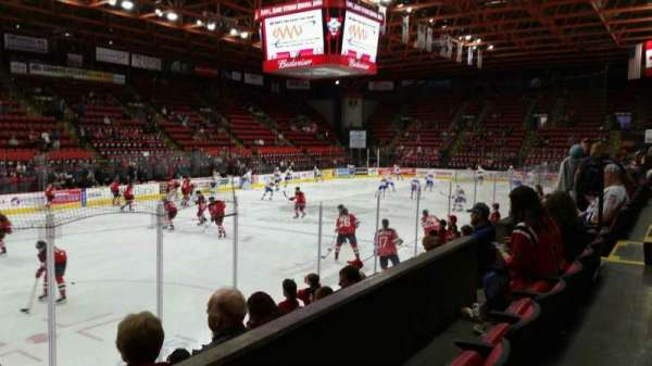 Floyd L. Maines Veterans Memorial Arena, secção: 4, fila: B, lugar: 11
