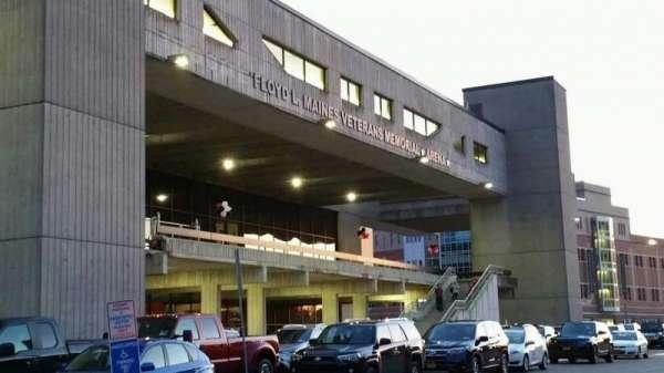 Floyd L. Maines Veterans Memorial Arena, secção: EXTERIOR