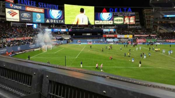 Yankee Stadium, secção: 227B, fila: 1, lugar: 7