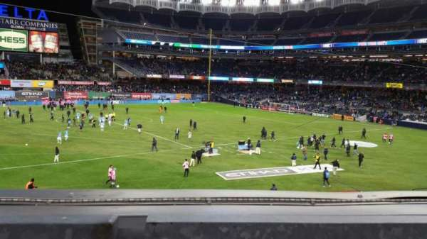 Yankee Stadium, secção: 227B, fila: 1, lugar: 6