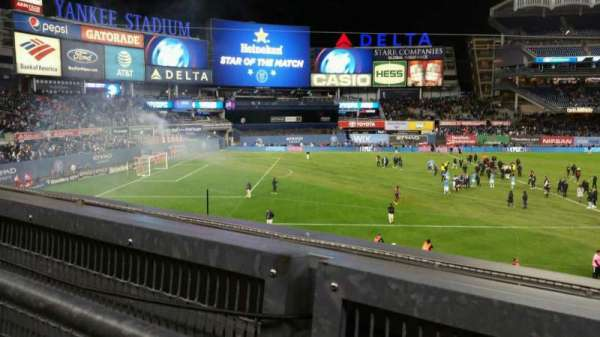 Yankee Stadium, secção: 227B, fila: 1, lugar: 5