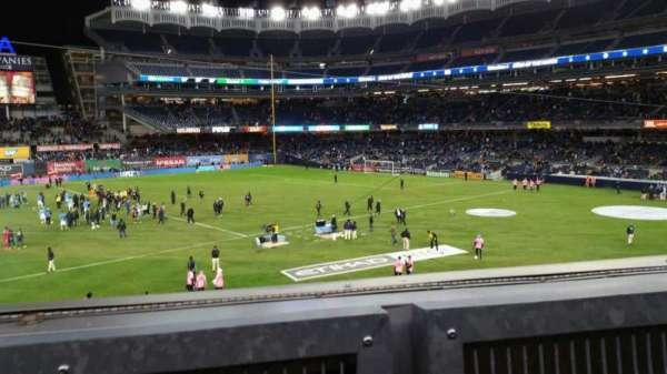 Yankee Stadium, secção: 227B, fila: 1, lugar: 4