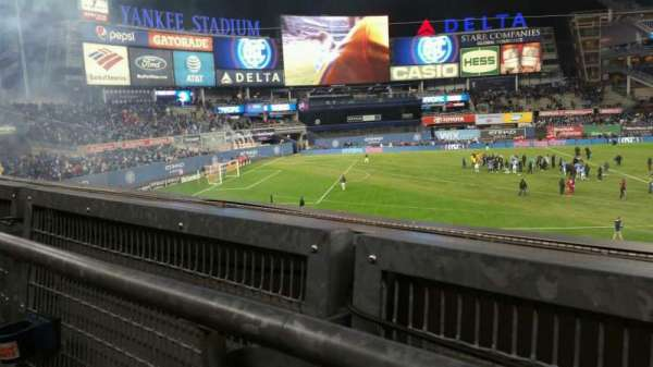 Yankee Stadium, secção: 227B, fila: 1, lugar: 2