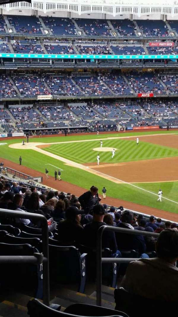 Yankee Stadium, secção: 210, fila: 22, lugar: 20