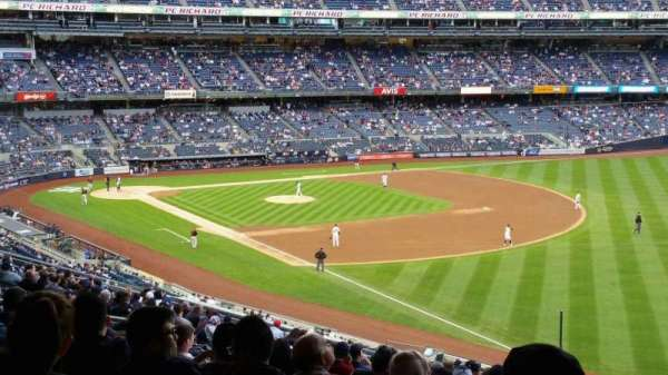 Yankee Stadium, secção: 210, fila: 22, lugar: 8