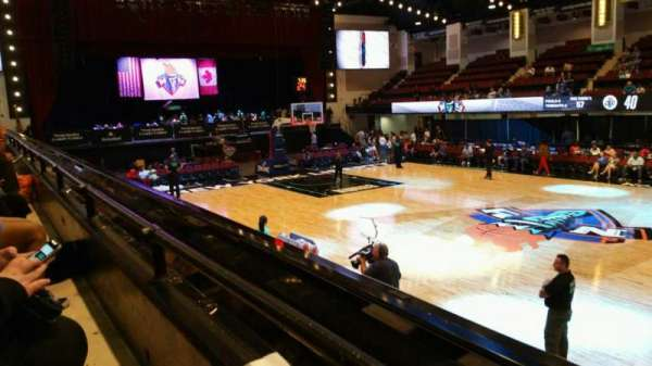 Westchester County Center, secção: 40LFT, fila: A, lugar: 49