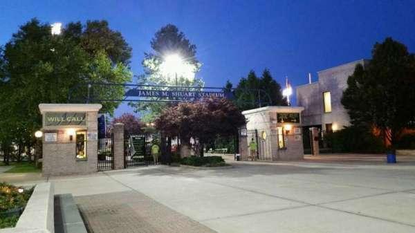 James M. Shuart Stadium, secção: EXTERIOR