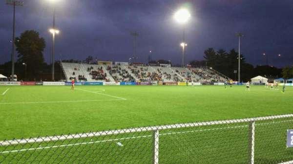 Dillon Stadium, secção: 2, fila: A, lugar: 22