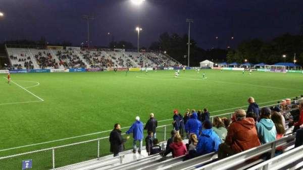 Dillon Stadium, secção: 2, fila: I, lugar: 17