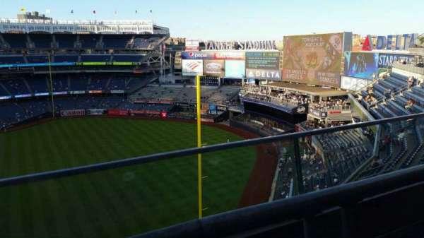 Yankee Stadium, secção: 409, fila: 1, lugar: 9