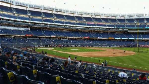 Yankee Stadium, secção: 112, fila: 11, lugar: 1