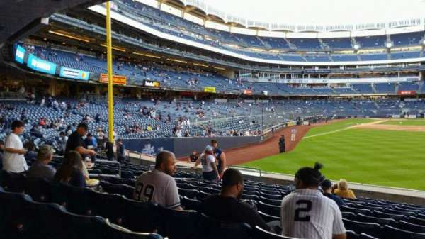 Yankee Stadium, secção: 105, fila: 12, lugar: 13