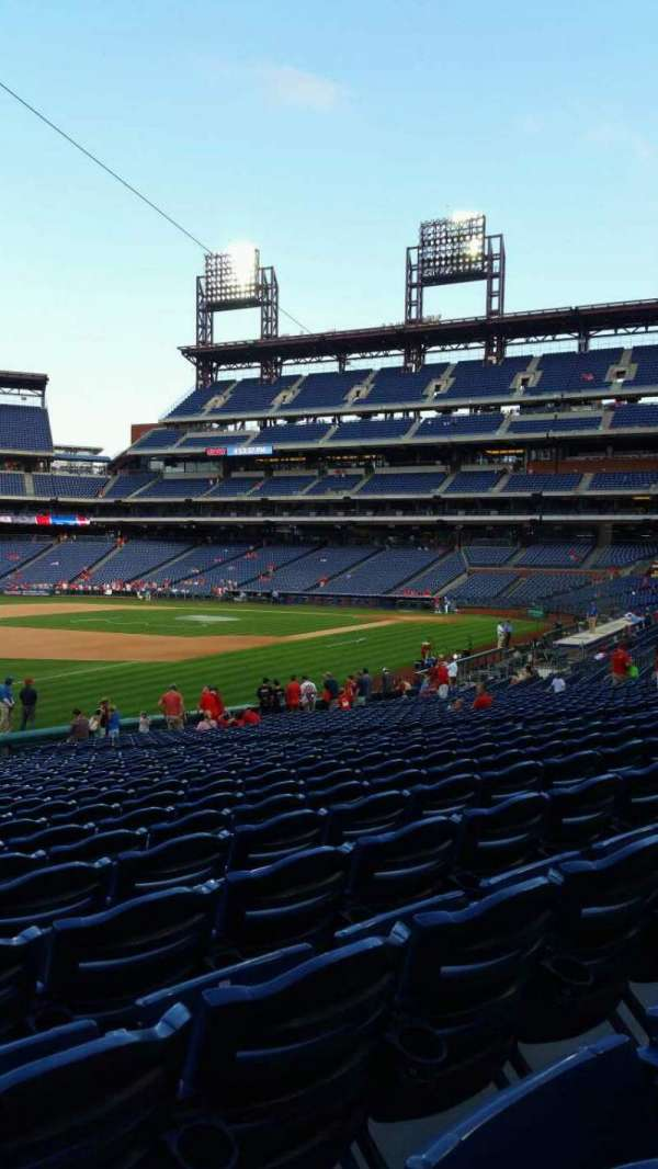 Citizens Bank Park, secção: 136, fila: 27, lugar: 18