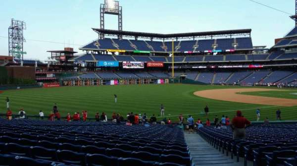 Citizens Bank Park, secção: 137, fila: 32, lugar: 1