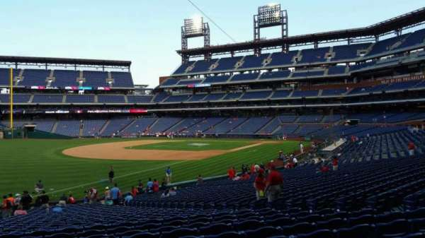 Citizens Bank Park, secção: 137, fila: 32, lugar: 12