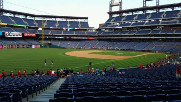 Citizens Bank Park, secção: 137, fila: 32, lugar: 19