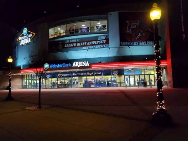 Webster Bank Arena, secção: EXTERIOR