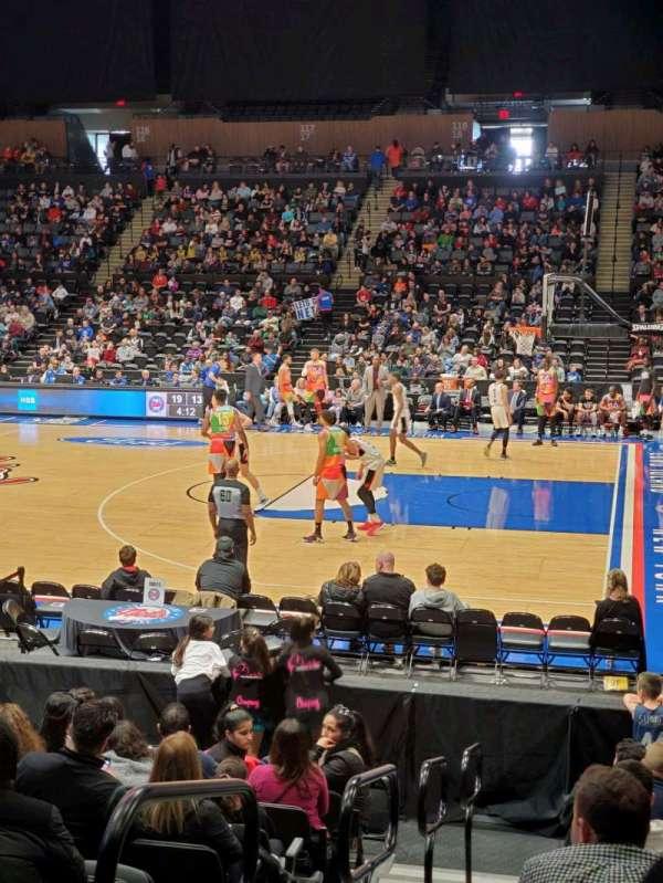 Nassau Veterans Memorial Coliseum, secção: 101, fila: 1, lugar: 14